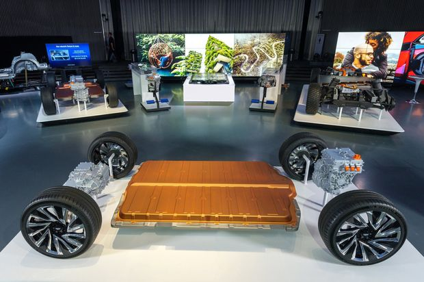 https://www.gmi-co.com/wp-content/uploads/2020/10/electric-car-makers-take-different-routes-toward-batteries.jpg
