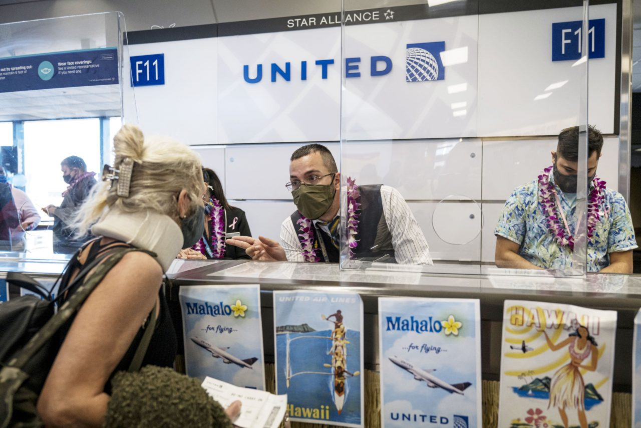 https://www.gmi-co.com/wp-content/uploads/2021/01/united-airlines-ceo-wants-to-make-covid-vaccines-mandatory-for-employees-and-encourages-other-companies-to-do-the-same-1280x854.jpg