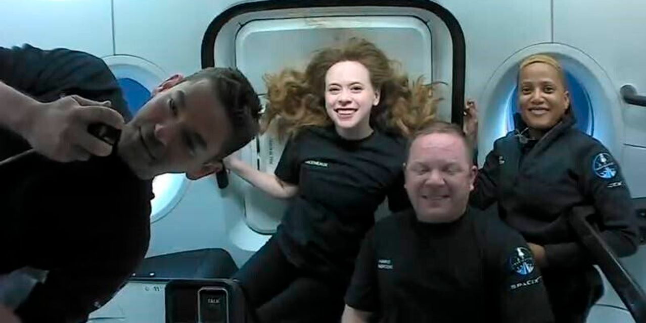https://www.gmi-co.com/wp-content/uploads/2021/09/spacex-returns-private-astronauts-to-earth-after-three-days-in-orbit.jpg